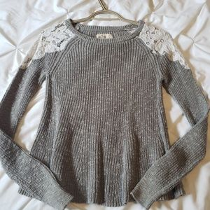 Long sleeve with lace shoulders